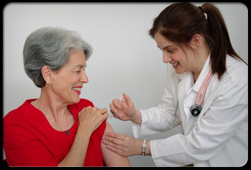 shingles-s16-photo-of-woman-receiving-vaccine