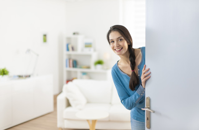 woman-inviting-into-her-home-640x419