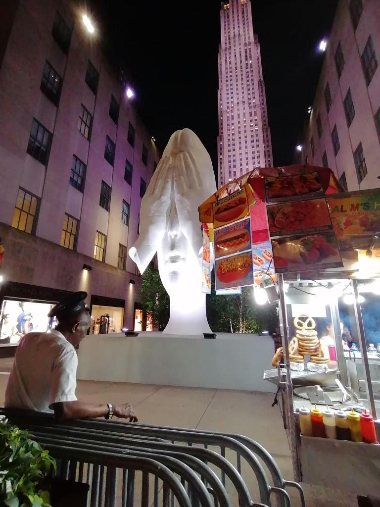 rockefeller-center-face-in-the-crowd