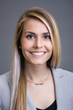 young-professional-corporate-headshot-of-a-business-woman-