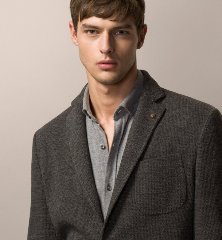 This image has an empty alt attribute; its file name is hannes-gobeyn-massimo-dutti-october-2015-lookbook-003.jpg